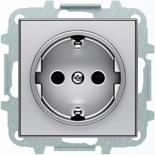 8188+2CLA858800A1301 - Розетка электрическая SCHUKO с заземлением и защитными шторками, винтовые клеммы, 16А/250В, с накладкой ABB SKY (серебристый)