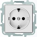 8188+2CLA858800A1101 - Розетка электрическая SCHUKO с заземлением и защитными шторками, винтовые клеммы, 16А/250В, с накладкой ABB SKY (альпийский белый)